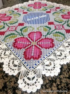Muy lindo. Embroidery Patterns, Hand Embroidery, Chicken Scratch Embroidery, Recycled Fabric, Hand Stitching, Tatting, Needlework, Bohemian Rug, Diy And Crafts