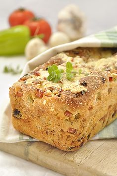 No-knead pizza bread is an alternative way to enjoy pizza. (in Greek) Cookbook Recipes, Sweets Recipes, Pizza Recipes, Baking Recipes, Snack Recipes, Baked Salmon And Asparagus, Greek Bread, Knead Pizza, Healthy School Snacks