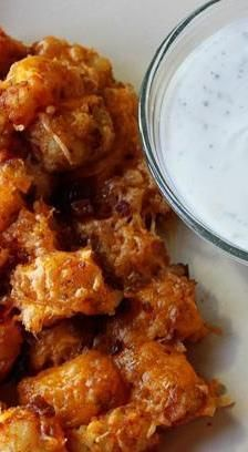 Ranch & Bacon Potato Nuggets with Ranch Dipping Sauce Cheesy Ranch & Bacon Potato Tots with Ranch Dipping SauceCheesy Ranch & Bacon Potato Tots with Ranch Dipping Sauce Bacon Recipes, Appetizer Recipes, Cooking Recipes, Bacon Food, Bacon Bacon, I Love Food, Good Food, Yummy Food, Bacon Potato