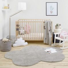 Grey Cloud Rug for a minimalist nursery decoration #nurseryroom #nurserydecor #rugs Find more inspirations at www.circu.net