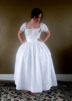 Here is the final shape with the bum pad, the corded petticoat and the plain petticoat.