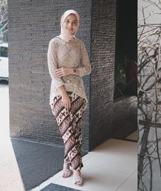 Graduation should be celebrated as the day of success, a long and challenging process. Model Baju Hijab, Model Kebaya Brokat Modern, Kebaya Modern Hijab, Kebaya Muslim, Kebaya Hijab, Kebaya Lace, Kebaya Dress, Kebaya Simple, Dress Brukat
