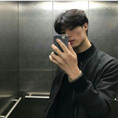 Find images and videos about boy, korean and ulzzang on We Heart It - the app to get lost in what you love. Korean Boys Hot, Korean Boys Ulzzang, Ulzzang Boy, Korean Men, Asian Boys, Asian Men, Cute Japanese Boys, Korean Haircut, Yoon Park