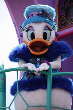 fashionable Daisy Duck