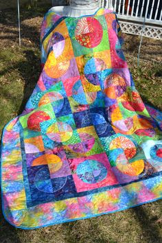 I am going to make this!  Just need another half dozen batik fabrics...