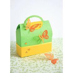Kreatywny kuferek z papieru.  http://www.mojebambino.pl/ozdobne-papiery-tektury-bibuly/230-papier-wytlaczany-rozyczki.html