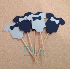 Baby Shower Cupcake Toppers Baby Boy Onesies with Bowtie Babyparty-Kuchen-Deckel-Baby Onesies mit Bowtie Baby Shower Cakes, Idee Baby Shower, Fiesta Baby Shower, Shower Bebe, Boy Baby Shower Themes, Baby Boy Shower, Baby Cupcake, Baby Shower Cupcake Toppers, Babyshower Party