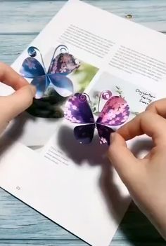 easy way to DIY a paper butterfly by yourself video basteln paper butterfly Paper Flowers Craft, Paper Crafts Origami, Easy Paper Crafts, Flower Crafts, Paper Crafting, Paper Butterfly Crafts, Newspaper Flowers, Paper Flower Garlands, Butterfly Project