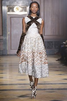 Sophie Theallet Fall 2016 Ready-to-Wear Collection Photos - Vogue All Fashion, Fashion Show, Autumn Fashion, Fashion Design, Sophie Theallet, Grown Women, Classy And Fabulous, Couture Collection, Fall 2016