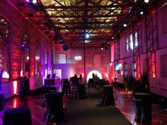#decoración #Coctail #mesas #mantelería #negra #luces #rojo