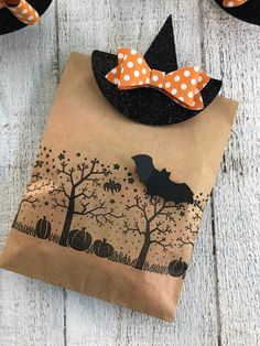 Thoughts that Stick: Mini Witches Hats halloween nails, gorgeous halloween costumes, halloween costume creative Dulceros Halloween, Halloween Paper Crafts, Adornos Halloween, Halloween Favors, Halloween Projects, Holidays Halloween, Halloween Decorations, Halloween Sayings, Halloween Goodie Bags