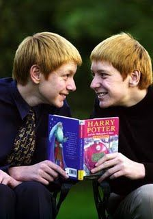 My favorite twins. James & Oliver Phelps, The Weasley Twins. Ron Weasley, Must Be A Weasley, Weasley Twins, Harry Potter Cast, Harry Potter Love, Harry Potter World, Albus Dumbledore, Ravenclaw, Hermione Granger