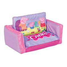 Sofá Peppa Pig. #PeppaPig #mueblesPeppaPig #adelantatealaNavidad Super cómodo sofa inflable de Peppa, la funda es extraible y lavable, tiene un tamaño de 26x68x105cm. Se abre y se convierte en una tumbona, ideal para ver la tele, tumbarse a leer un cuento...  La bomba no viene incluída. Se infla y se desinfla para recoger facílmente. http://www.licenciasinfantiles.es/p.7756.0.0.1.1-sofa-peppa-pig.html