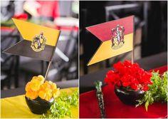 Bandeirinhas das equipes de bruxos Harry Potter Halloween, Harry Potter Food, Harry Potter Birthday, Hogwarts, Table Decorations, Party, Amanda, Harry Potter Recipes, Party Printables