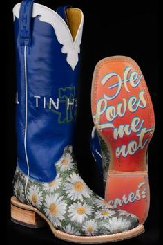 "Women's White Tin Haul Daisy Boots   ""He loves me, he loves me not...who cares?""   hahahahahahaha I LOVE these haaha"