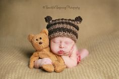 baby with ted, aww Toddler Poses, Baby Poses, Newborn Poses, Newborn Shoot, Newborn Photo Props, Baby Boy Photos, Newborn Pictures, Baby Pictures, Foto Newborn