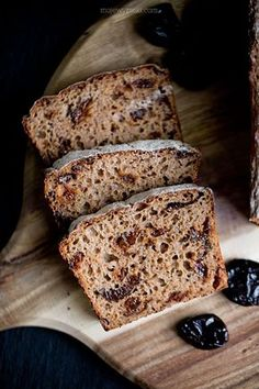 Rye Sourdough and Prune Bread Bread Recipes, Vegan Recipes, Cooking Recipes, Rye Bread, Vegan Vegetarian, Banana Bread, Delish, French Toast, Food And Drink