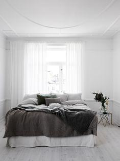 5 Tenacious Tips: Minimalist Interior Kitchen Black White minimalist bedroom curtains grey.Minimalist Home Living Room Beds minimalist home tips modern.Minimalist Bedroom Budget Tips. Minimal Bedroom, Modern Bedroom, Bedroom Decor, Bedroom Ideas, White Bedrooms, Master Bedroom, Bedroom Simple, Design Bedroom, Monochrome Bedroom