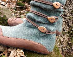 FELT SHOES NEMEZCIPŐ Tekergő nemezműhely tekergo.muhely@gmail.com Minden jog fenntartva! Crochet Boot Cuffs, Crochet Boots, Felt Boots, Wool Shoes, Narrow Shoes, Earth Shoes, Handmade Leather Shoes, Minimalist Shoes, Felted Slippers