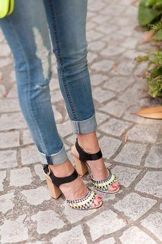 Me gusta como lleva los tejanos ... Y los zapatos, claro!