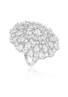 This stunning ring in white Fairmined gold is an exquisite testimony to Chopard's exceptional expertise. Featuring round and pear-cut diamonds set around a sparkling central diamond, this Haute Joaillerie creation is part of Chopard's. Diamond Rings, Diamond Jewelry, Solitaire Rings, The Bling Ring, Titanic Jewelry, High Jewelry, Jewellery, Chopard, Jewelry Trends