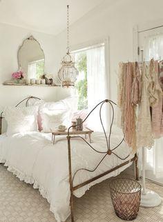 Shabby Chic Decor ● Soft Pink Bedroom