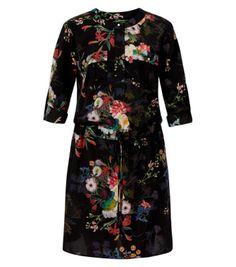 "Anita and Green. Take a sophisticated approach to casual wear, pairing this oriental style floral number with green peep toes.- 3/4 sleeves- Slim fit- Drawstring waist- Button detail- All over print- Model is 5'8""/176cm and wears UK 10/EU 38/US 6"