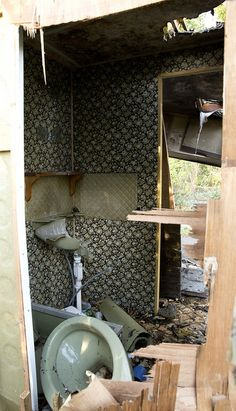 Broken Toilet - Mousehold Rangers House Caravan, Ranger, Toilet, Sink, Bathtub, Pictures, House, Home Decor, Sink Tops