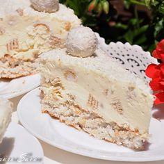 Cheesecake Raffaello inghetat Dessert Recipes, Desserts, Cheesecakes, Cake Cookies, Vanilla Cake, Oreo, Buffet, Bakery, Food And Drink