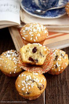 muffins yogurt and blueberries
