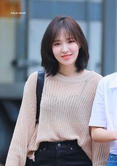 Hair Style Korea, Medium Hair Styles, Curly Hair Styles, Korean Short Hair, Kpop Short Hair, Girl Short Hair, Haircuts Straight Hair, Shot Hair Styles, Wendy Red Velvet