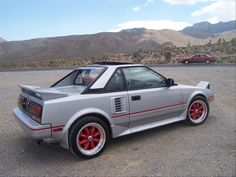 Not that into modern cars; can't seem to find one that has the aesthetic draw of the car bodies of the late 1980s & early 1990s. 1987 Toyota MR2
