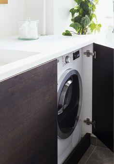 Bathroom with hidden washing machine. Photo: Andreas Mikkel Hansen