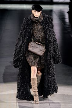 Dolce & Gabbana Fall 2020 Ready-to-Wear Collection - Vogue Fashion Week, Fashion 2020, Star Fashion, Love Fashion, Runway Fashion, Fashion Brands, Womens Fashion, Fashion Design, Dolce & Gabbana