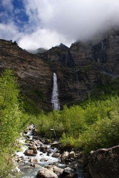 Cascade de la Pisse depuis Chateauroux-les-Alpes.