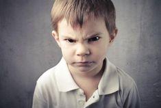Η διαχείριση του θυμού στα παιδιά δεν είναι εύκολη υπόθεση. Σε μια πιεστική περίοδο όπως αυτή που διανύουμε, οι γονείς έχουν όλο και λιγότερη υπομονή και πολλές φορές ξεσπούν σε φωνές κάνοντας τα πράγματα ακόμα χειρότερα. Γι αυτό συγκεντρώσαμε 3 παιχνίδια/τεχνικές που μπορούν να σας διευκολύνουν στη διαχείριση και έκφραση του θυμού του παιδιού σας. …
