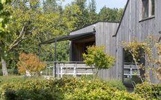 Pergolamarkise - minimalistisk og stilfullt | Solskjerming ute | uteDESIGN Shed, Outdoor Structures, Cabin, House Styles, Home Decor, Patio, Decoration Home, Room Decor, Cabins