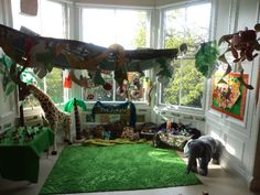 A super Jungle Reading, Roleplay and Small World classroom area photo contribution. Great ideas for your classroom! School Displays, Classroom Displays, Classroom Decor, Calm Classroom, Zoo Activities, Nursery Activities, Tandem, Preschool Jungle, Book Area