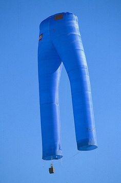 Cameron JEANS JEANS hot air balloon - for all those times you need a ride in someone's pants?JEANS hot air balloon - for all those times you need a ride in someone's pants? Big Balloons, The Balloon, Air Balloon Rides, Hot Air Balloon, Air Balloon Festival, Balloon Stands, Air Ballon, Beautiful, Kites