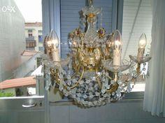 120 €: Candeeiro de tecto, Lustre em cristal e banhado a ouro. Em excelente estado
