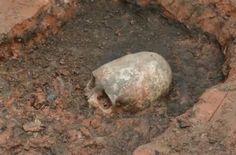 Sin embargo los científicos afirmaron que los restos descubiertos en Arkaim, en la región de Cheliábinsk central de Rusia, El cráneo tiene alrededor de dos mil años de antigüedad.