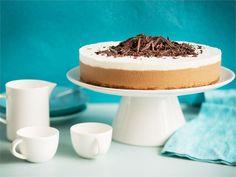 Viskillä terästetty Irish coffee sopii makumaailmaltaan talviseen juustokakkuun. Kahvijuoman ulkonäköä jäljittelevä kakku on yksinkertaisuudessaan kaunis ja helppotekoinen.