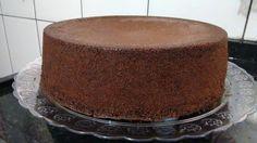 Pão de ló massa de chocolate. Essa receita é muito boa e rendesuper bem! O detalhe mais importante é usar o chocolate em pó ao invés do achocolatado. O bo