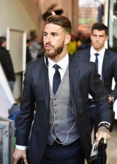 and Spicy Bacon Wrapped Chicken Tenders Dark suit, light grey vest is almost always good combination. If you buy a vest…Dark suit, light grey vest is almost always good combination. If you buy a vest… Mode Masculine, Celebridades Fashion, Grey Vest, Navy Suit Grey Waistcoat, Suit Vest, Grey Tie, Vest Men, Herren Outfit, Fashion Mode