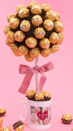 Birthday Gifts For Boyfriend Diy, Handmade Birthday Gifts, Candy Bouquet Diy, Diy Bouquet, Candy Crafts, Diy Crafts For Gifts, Chocolate Bouquet Diy, Balloon Gift, Diy Birthday Decorations