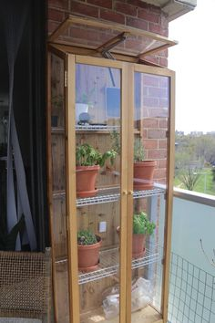 I made a small greenhouse for my porch plants : houseplants Indoor Greenhouse, Greenhouse Plans, Indoor Garden, Indoor Plants, Home And Garden, Diy Small Greenhouse, Greenhouse Shed Combo, Homemade Greenhouse, Design Jardin