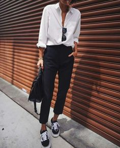 We gathered outstanding minimalist outfits to prove you that minimalist fashion is as exciting as detailed ensembles. Mode Outfits, Fall Outfits, Casual Outfits, Fashion Outfits, Office Outfits, Cold Weather Outfits Casual, Skater Outfits, Swag Fashion, Skull Fashion
