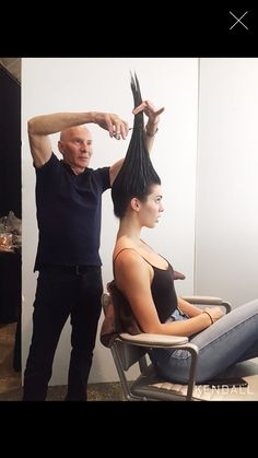 Mar 2020 - Stylists are experimenting with the vertical haircut technique that seems crazy at first, but looks beautiful as afterward. Cut Own Hair, Cut Hair At Home, How To Cut Your Own Hair, Curly Hair Cuts, Long Hair Cuts, Curly Hair Styles, Ponytail Haircut, Diy Haircut, Haircuts For Long Hair