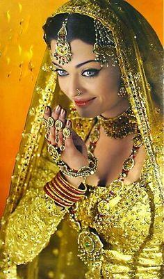 Actress Aishwarya Rai, Bollywood Actress Hot, Bollywood Celebrities, Bollywood Fashion, Bollywood Wedding, Vintage Bollywood, Beautiful Girl Indian, Most Beautiful Indian Actress, Bridal Makeup Images
