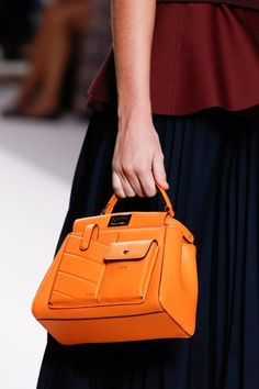Fendi Spring 2019 Ready-to-Wear Collection - Vogue Hobo Handbags, Fashion Handbags, Purses And Handbags, Fashion Bags, Fendi Purses, Wholesale Handbags, Vogue Russia, Luxury Handbags, Designer Handbags